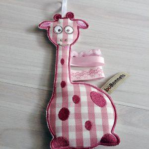 Doudou_girafe_carreaux